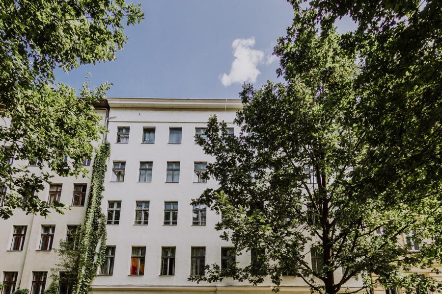 Straßenfront der Falckensteinstraße in Berlin Kreuzberg