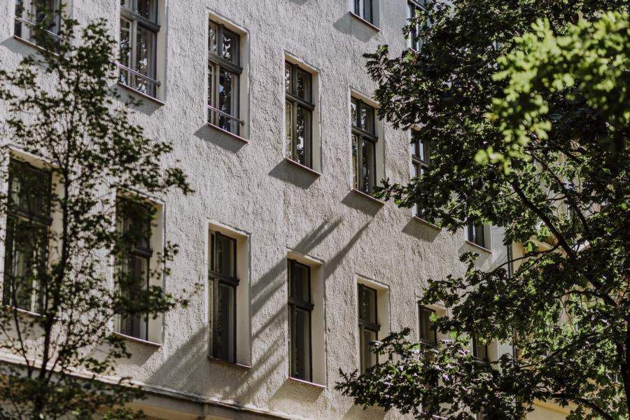 Co-Living und Wohnungen in dem Mehrfamilienhaus