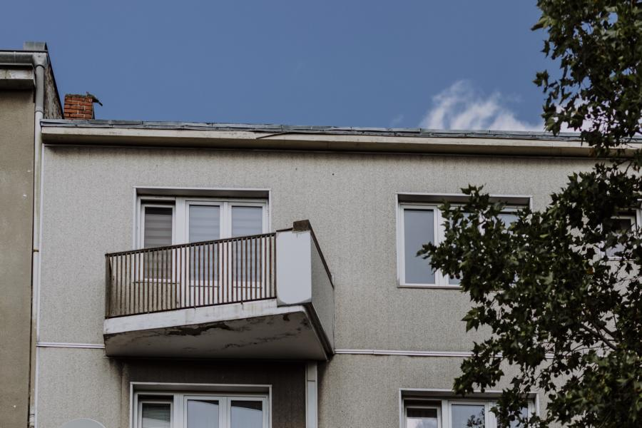 Wohneinheit mit Balkon im Obergeschoss des Wohnhauses